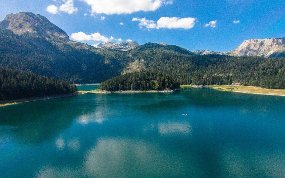 Kristallklare Bergseen, wilde Flüsse und einsame Sandstrände